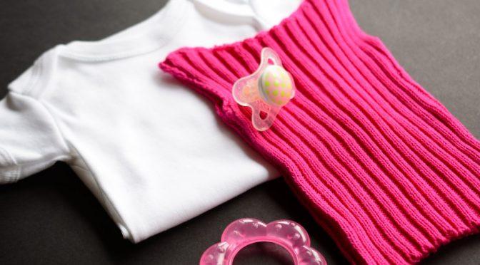 Babyundertrøje Opskrift video og opskrift på baby undertrøje i rib - bente rønberg