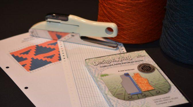 Designaknit og hulkort